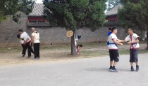Treino de luta no parque Tiantan orientado pelo mestre Li.