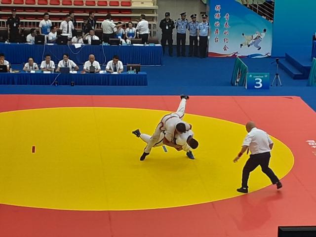Atleta aplicando tecnica em Daixian